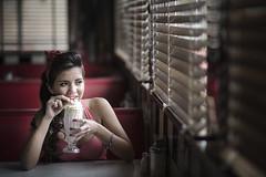 Azul (Diego Epstein) Tags: portrait retrato pub bar 50s vivitar 85mm red rojo f14 icecream pinup d600 nikon