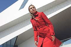 Windy Trench (betrenchcoated) Tags: trenchcoat trench beautiful red raincoat regenmantel rot beautifulgirl singlebreasted buttons
