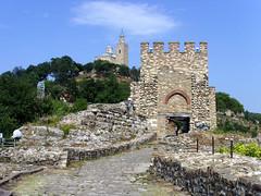 Veliko Tarnovo, Bulgaria - Tsarevets Fortress (johnnysenough) Tags: velikotarnovo  velikotrnovo tsarevetsfortress bulgaria blgarija bulgarie bulgarien centraleurope tourist travel 100citiesx1trip snv37169