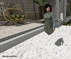 Okay, who stole my legs? (Harper Ganesvoort) Tags: secondlife slproblems slglitches humor