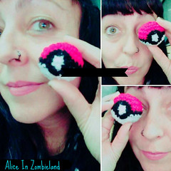 Pokebola Mini  Amigurumi (Alice Zombieland) Tags: crochet amigurumi yarnaddict handcraft ganchillo hkeln haken virka hckovn heklati virkkaus hekle hkling horgols handmade crochetaddict cute craft yarn lana amigurumis pokemon pokeball pikachu pokebola mew bulbasaur