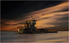 Myanmar. Navigation sur l'Irrawaddy vers Bagan. (leonhucorne) Tags: myanmar birmanie travel voyage asie asia irrawaddy fleuve navigation bagan eau sunset bâteau tourisme paysage landscape ciels nuages coucherdesoleil flickrtravelaward rivière
