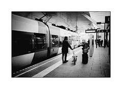 Bike or train (cardijo) Tags: austria österreich salzburg train zug bahnhof trainstation people menschen strase street streetphotography bw sw schwarzweis blackandwhite yashicat4 kodak tmax400 nikon coolscan ls9000ed carlzeiss tessar