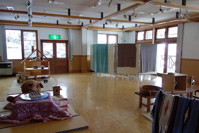 八ヶ岳自然ふれあいセンターの一番奥には、このような広い部屋。|山梨県立八ヶ岳自然ふれあいセンター