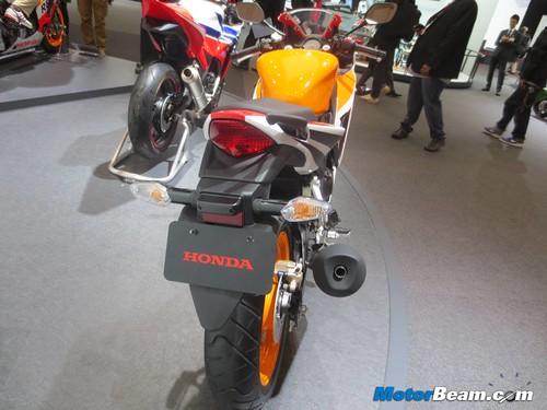 2014-Honda-CBR250R-06