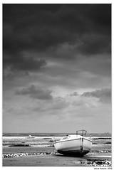 (.FotoMiradas.) Tags: sea bw blancoynegro mar barca sony bn a700 fotomiradas davidazanza