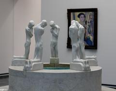 La fontaine aux agenouillés (wpt1967) Tags: art museum kunst springbrunnen brunnen canon50mm folkwang eos60d