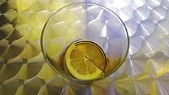Ya me beb la cocacola (gyudmed) Tags: table lemon mesa vaso reflejos limn