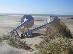Ivars Drulle I can hear it - 2012 (Eddy VDB) Tags: sculpture art belgium steel belgi lithuanian 2012 kunstwerk beeldhouwwerk westende staal icanhearit lithouws beaufort04 ivarsdrulle