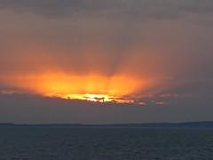 4200 Peek-a-boo sun over Ynys Mon (Andy panomaniacanonymous) Tags: 20160907 cruise ooo orange peekaboo roundtrip sss sunbeams sunset ynysmon