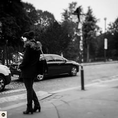 10t16 (photo & life) Tags: paris france europe ville city rue street streetphotography photography photolife jfl cityscape fujinonxf23mmf2rwr blackandwhite noiretblanc fujifilm fujinon fujifilmxpro2 woman humanistphotography trocadro square squareformat squarephotography