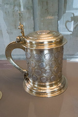 Stein with embedded money (quinet) Tags: 1690 2015 antik berlin germany krug münzhumpen schlossschönhausen silber ancien antique argent silver stein