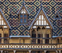 facade and roof patterns (charlesgyoung) Tags: hospicesdebeaune hteldieu charlesyoung nikonfx nikon d810 dijon france travelphotography hospital museum facade chromatic roofing tiles exposed heavy timber