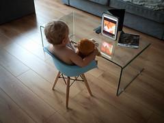 Devant Petit Ours Brun (Dahrth) Tags: gf1 gf120 panasoniclumixgf1 lumixmicroquatretiers lumixμ43 micro43 microfourthirds raw bébé baby charleseames ipad screen écran oursenpeluche teddybear