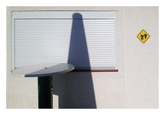 Kiosque (' m x b c h r) Tags: piscine pully closed ferm pictogramme kiosque ombre shadow iphone