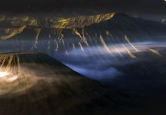 Doom's land (Robyn Hooz) Tags: destino doom vulcano bromo indonesia alba sunrise pendici sides mountains crater cratere cenere ash java