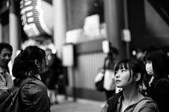 line of sight (N.sino) Tags: m9 summilux50mm asakusa lineofsight kaminarimon girl temple