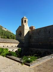 Abbazia di Sainte-Marie de Fontfroide (Silvana *_*) Tags: abbaziadisaintemariedefontfroide fontfroide lingiadoca cistercians francia france rossiglione abbazia abbey cistercensi monaci monks tetto roof cielo sky azzurro blue narbona