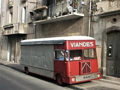 Citroën H magasin Agde Mai 2004a (mugicalin) Tags: citroën citroënvan citroëncar citroëntruck frenchtruck camion camionmagasin années2000 citroënh h truck oldtruck redtruck 2004 truckstore camionestienda lkwstore lkw 1497 34 konica minolta