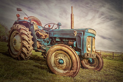 DSC04769.jpg (cornishdave) Tags: tractor blue farmmachinery