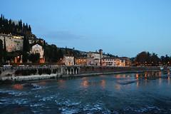 Sulle sponde dell'Adige (andrea sighinolfi) Tags: verona adige italy sponde fiume river inverno christmas natale nikon d3100 night notturna luci lights