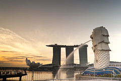 Marina Bay (ystan) Tags: park morning sky reflection tourism water weather gardens sunrise golden nikon singapore nd8 d700 gnd09 ai2550mmf4