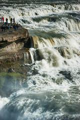Menschen beim Gullfoss (swissgoldeneagle) Tags: island waterfall iceland wasserfall gullfoss d700