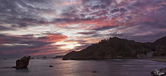 Espectaculo al amanecer en Playa del Aguilar (Panoramica) (Urugallu) Tags: costa color luz mar agua asturias playa dia arena amanecer aguilar cielo nubes reflejo rocas asturies cantabrico marcantabrico principadodeasturias alalba primerasluces 2nuevo muroselnalon
