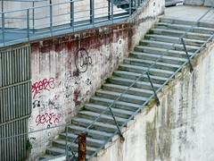 La Dfense, Hauts de Seine (Marie-Hlne Cingal) Tags: france stairs scala iledefrance 92 escaleras ladfense treppen escaliers hautsdeseine