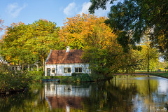 Bridal cottage with wedding boat, in autumn colors (BraCom (Bram)) Tags: door autumn trees windows chimney holland reflection fall canon bench boat pond bomen arch herfst cottage nederland thenetherlands ramen moat bootje huisje boog deur vijver weddingboat zuidholland bankje rhoon s