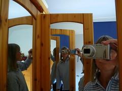 Wochenthema KW 45: Ich & Ich/ me and me (Anke knipst) Tags: me mirror spiegel twin ich zwilling 2013 kw45 woche45 52wochen|2013 vision:outdoor=0708 wochenstart411