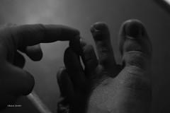 318/365 (hachiko_it) Tags: blackandwhite bw italy white black broken canon foot blackwhite toe hand bend finger bn tendon bianco nero sideways bending day318 eos450d canoneos450d day318365 3652013 chiarasirotti 365the2013edition 14nov13