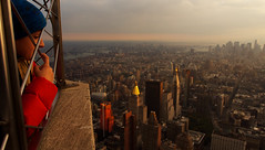 """"""" Merece de a gente aproveitar o que vem e que se pode, o bom da vida é só de chuvisco"""" Guimarães Rosa (elzauer) Tags: nyc sunset newyork skyline empirestatebuilding"""