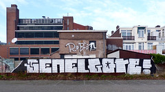 Den Haag Graffiti (Akbar Sim) Tags: holland netherlands graffiti robot g nederland s denhaag illegal thehague agga akbarsimonse akbarsim