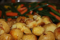 Crumb chicken served with beans,golden carrots,carrots,potatoes (WorldClick) Tags: chicken canon eos golden photo potatoes beans flickr photographer with vegetable photograph served carrots colourful burst crumb veges phototgraphy 1100d canoneos1100d worldclick