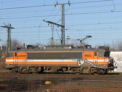 E-loc 9902(Emmerich 2-2-2014) (Ronnie Venhorst) Tags: railroad holland train canon deutschland eos rebel ns d eisenbahn rail railway zug bahnhof cargo 1600 railwaystation 1800 loc t3 bahn trein spoor duitsland deutsche 1100 spoorwegen lok treinen 9902 2014 nsr spoorweg nederlandse emmerich elok eloc locon emmerik goederentrein 1100d materieel eos1100d spoormaterieel eos1100