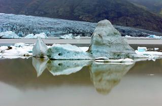 Iceberg on a perfect mirror