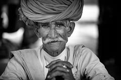 Inde: les Rabari du Rajasthan. (claude gourlay) Tags: inde india asie asia indedunord northindia claudegourlay portrait retrato ritratti people face rajasthan jojawar noiretblanc blackandwhite nb bw turban