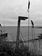Dean Quarry (leavesandpuddles) Tags: stkeverme monochrome schwarzundweiss biancoenero blancetnoir blackandwhite bw sign signpost seasidedecay deanquarry southwestcoastpath rust rusting corrosion thelizard kernow kerrier cornwall cornish