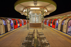 L'ultimo treno / The last train (Hainault Underground Station, London, United Kingdom) (AndreaPucci) Tags: hainault underground station tube london night uk 30s andreapucci canoneos60