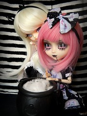 Magic  (Pliash) Tags: doll pullip cute kawaii gothic noir regeneration regen frara furara ghost listrado witch