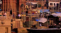 INDIEN, india, Varanasi (Benares) frhmorgends  entlang der Ghats , 14492/7449 (roba66) Tags: varanasibenares indien indiennord asien asia india inde northernindia urlaub reisen travel explore voyages visit tourism roba66 city capital stadt cityscape building architektur architecture arquitetura monument bau fassade faade platz places historie history historic historical geschichte kulturdenkmal benares varanasi ganges ganga ghat pilgerstadt pilger hindu hindui menschen people indianlife indianscene brauchtum tradition kultur culture indiansequence hinduismus boote boa urban