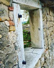 20161001  #istra #istria #oprtalj #confine #frontier #ig_croatia #architettura #campagna #nature_perfection #igerscroatia #ig_croatia #skyline #jellow #openspace #sky #landscape #landscape_lovers #openair #sky #nature #clouds #natura #croatia #colline #vi