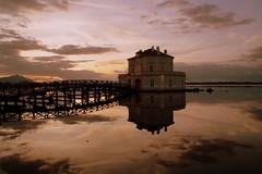 La bellezza... (modestino68) Tags: tramonto sunset riflessi reflects ponte bridge casa house cielo sky lago lake peppinoimpastato