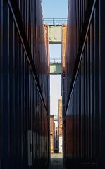 Containerschlucht (mimo b. rokket) Tags: container regenbogen rainbow linien lines geometrie geometry symmetrie symmetry farben enge narrowness spalte crack