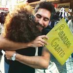 Abrazos Gratis - Free Hugs - Dan thumbnail
