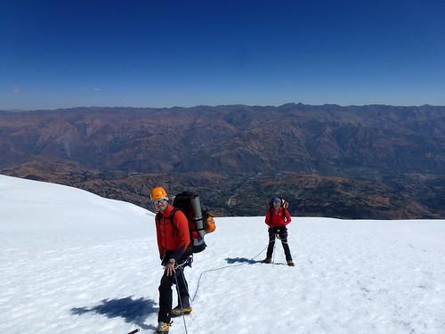 Guillaume y Pascal con la Cordillera Negra al fondo