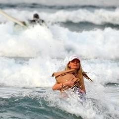 (Pepix2007) Tags: ocean people espaa beach water girl bag island mar spain agua surf waves lanzarote playa canarias personas chicas canary olas isla bolso
