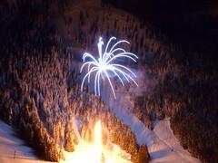 (Matt Mimosa) Tags: fireworks rockface celebration mortar gondola newyears crystalmountain goldhills liftline lowerexterminator detatchablechairlift highspeedchairlift kellysgaproad