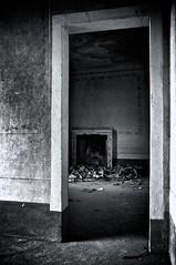 Abbandono (Nardi Francesco) Tags: bw italy apple aperture nikon interiors italia decay bn siena biancoenero interni d300 abbandono sovicille nikkor1735 aperture3
